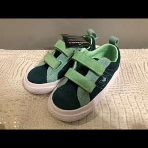 Converse suede sneaker toddler 8.5 NWT